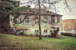 kapelle-nicolaifriedhof-triebischtal-hinteransicht