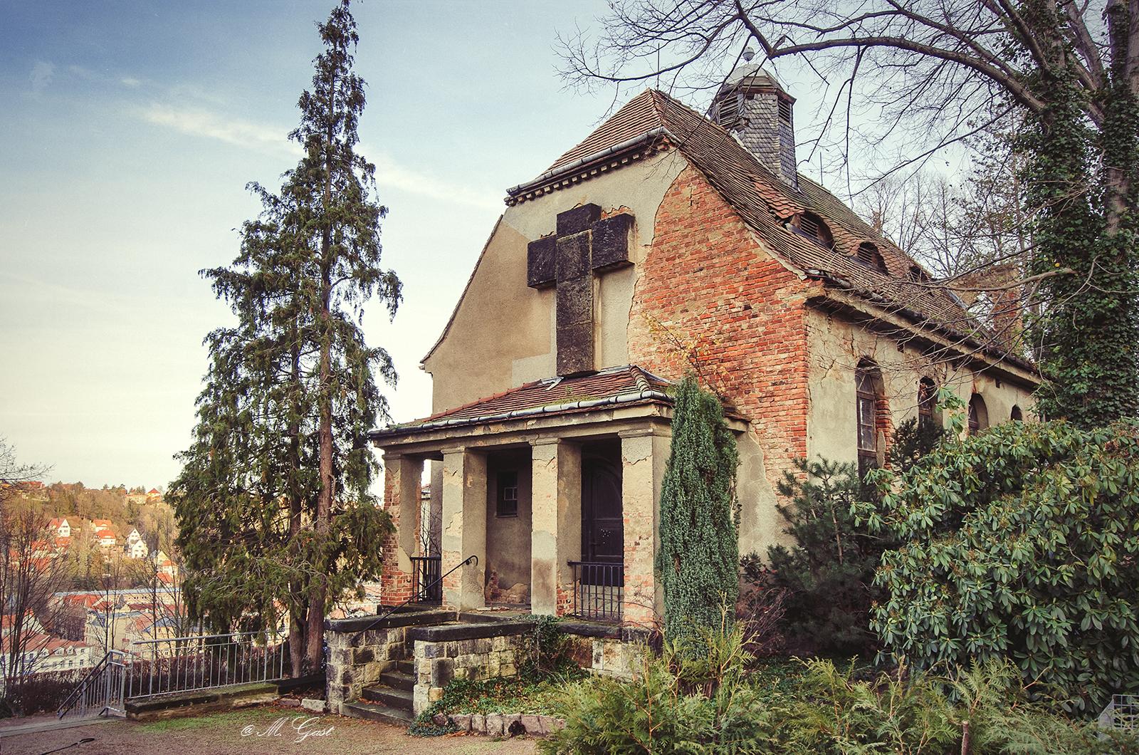 kapelle-nicolaifriedhof-triebischtal-vorderansicht