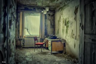 lost-place-schreibtisch