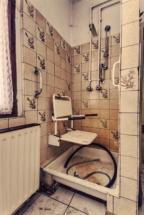 lost place altenheim dusche