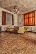 lost place altenheim speisesaal stühle